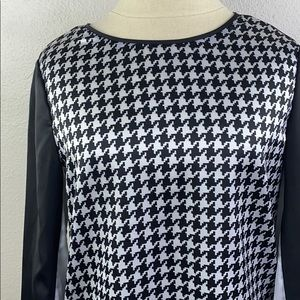 Vince Camuto hounds tooth blouse, size extra small